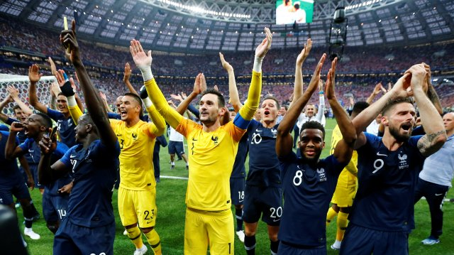 Soccer Football – World Cup – Final – France v Croatia – Luzhniki Stadium, Moscow, Russia – July 15, 2018 France's Hugo Lloris and team mates celebrate winning the World Cup REUTERS/Darren Staples