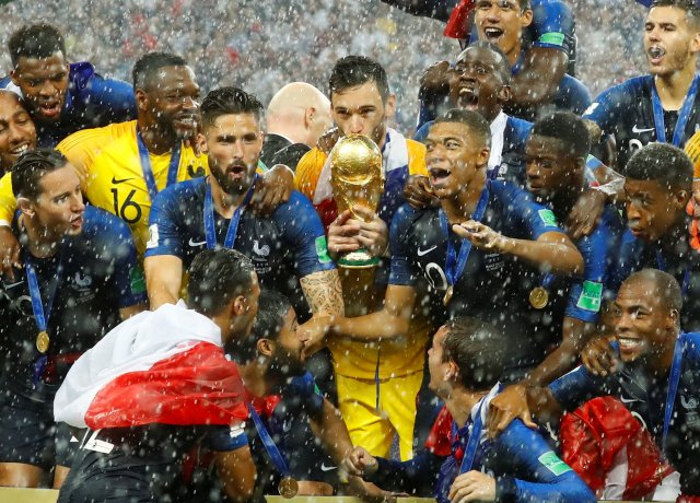 Soccer Football – World Cup – Final – France v Croatia – Luzhniki Stadium, Moscow, Russia – July 15, 2018 FranceÕs Hugo Lloris kisses the trophy as they celebrate after winning the World Cup REUTERS/Kai Pfaffenbach