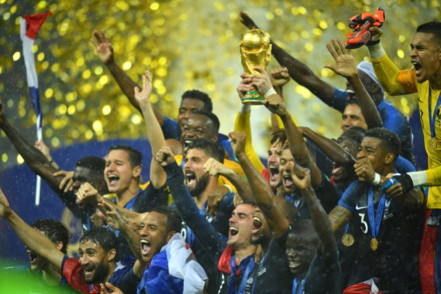 Soccer Football – World Cup – Final – France v Croatia – Luzhniki Stadium, Moscow, Russia – July 15, 2018 France's Hugo Lloris lifts the trophy as they celebrate winning the World Cup REUTERS/Dylan Martinez