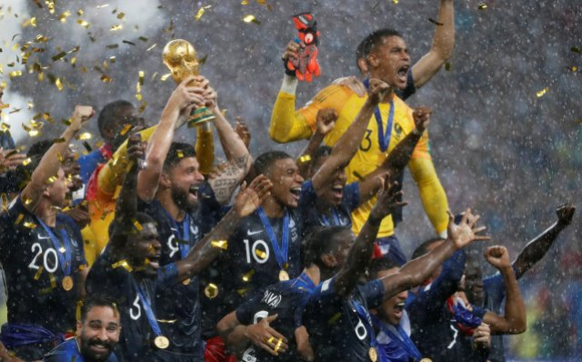 Soccer Football – World Cup – Final – France v Croatia – Luzhniki Stadium, Moscow, Russia – July 15, 2018 France's Olivier Giroud lifts the trophy as they celebrate winning the World Cup REUTERS/Damir Sagolj