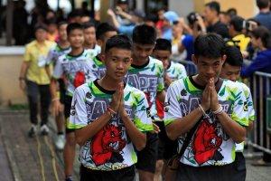 Los 12 jóvenes rescatados de la cueva en Tailandia piden perdón a sus padres