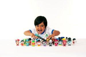 Ah, ok… Youtuber de 6 años lanza su propia línea de juguetes en Walmart