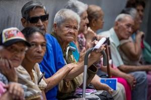 El drama y la humillación que enfrentan los pensionados venezolanos