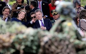 Santos preside por última vez el desfile militar del Día de la Independencia colombiana