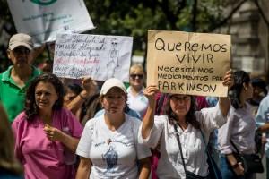 Salarios de hambre obligan a enfermeras a emigrar para dar mejor calidad de vida a sus hijos