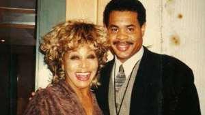 Tina Turner dice que se siente feliz a pesar de la muerte de su hijo