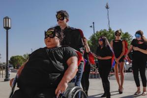 Se visten de superhéroes en el funeral de Anthony Ávalos, quien murió por maltrato infantil