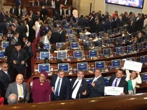 De traje y corbata y con proyectos en mano llegó las Farc al Congreso de Colombia