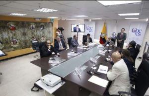 Ente supervisor destituye a superintendente de Bancos en Ecuador