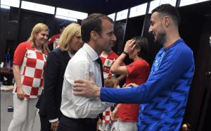 Macron entró al vestuario de Croacia a felicitar a los jugadores