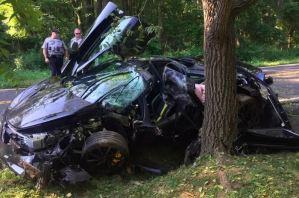 Tarado compra carro el viernes y lo estrella el sábado… era un McLaren de 300 mil dólares (FOTOS)