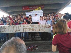 Trabajadores de Pdvsa exigen la libertad de los acusados por el derrame en Monagas (fotos)