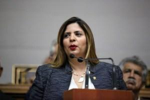 """Nora Bracho le toma la palabra a Motta Domínguez para una reunión """"pública"""" y atender problema eléctrico"""