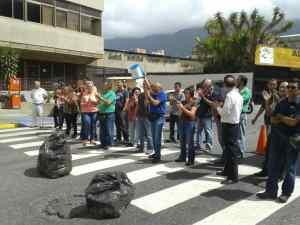 Por falta de agua protestan vecinos de Parque Caiza en la alcaldía de Sucre