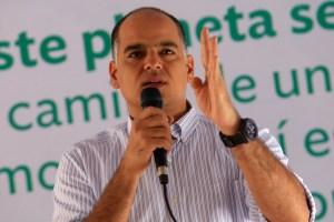 Andrés Izarra pide desde Twitter: ¡Cambio de gobierno ya!