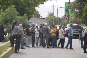 Segundo día de protestas de los pensionados ante la falta de efectivo #19Jul (foto)