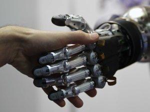 Nuevo software permite que una mano robótica imite los movimientos humanos