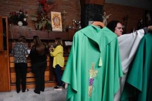 Como caído del cielo: Punto de venta y transferencias salvan las limosnas de las iglesias en Venezuela