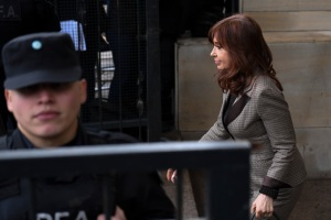 Juez argentino Bonadio rechaza recusación de Kirchner en causa por corrupción