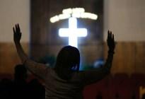 """Iglesia de Detroit realiza vigilia para la débil """"Reina del Soul"""" Aretha Franklin (Fotos)"""