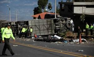 Cancillería de Ecuador ha logrado identificar a 18 víctimas del accidente del autobús (Lista)