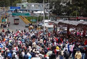Más de cinco mil venezolanos entraron a diario en Ecuador durante este mes, según organización internacional