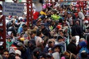 FOTOS: Venezolanos temen el cierre de las fronteras y huyen hacia Ecuador