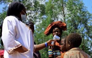 """""""Un brote muy activo"""" de ébola en Congo provoca mucha preocupación en la OMS"""