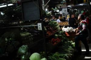 El menú del salario mínimo: Así se vive la hiperinflación en los mercados (Video)