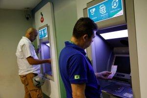 Cajeros automáticos comienzan a dispensar los bolívares soberanos #20Ago (fotos)