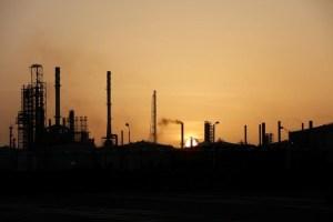 Pdvsa afirma haber reanudado operaciones del craqueador catalítico en refinería Cardón