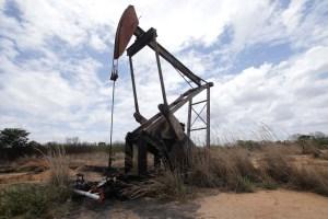 Precios del petróleo subirán por caída de la producción de Venezuela, dice la AIE