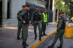 """Tribunal dicta privativa de libertad contra Requesens y varios acusados por """"terrorismo"""" y otros delitos"""