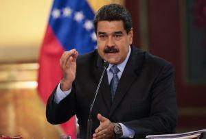 Maduro aumenta el salario mínimo a medio petro (180 millones de BsF)