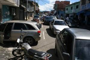 Caos en San Cristóbal por colas para la gasolina
