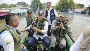 Agarra ejemplo Nicolás: Iván Duque visitó zonas afectadas por las lluvias en Puerto Carreño (Fotos)