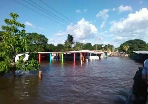 EN VIDEO: Pueblo El Almacén en Bolívar se encuentra bajo el agua #15Ago
