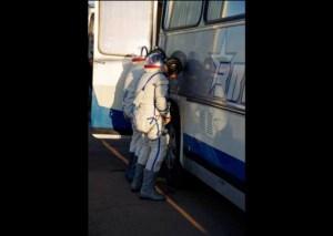 Por qué los astronautas rusos orinan en un neumático antes de un lanzamiento espacial