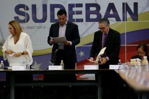 """Como un """"quieto sin pistola"""" consideran los venezolanos que Sudeban obligue a mover remesas a cambio oficial (TWITTERENCUESTA)"""