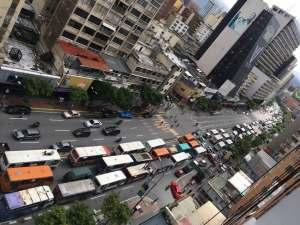 Transportistas se plantaron frente al ministerio de Transporte por falta de repuestos y rechazan censo (fotos y videos)