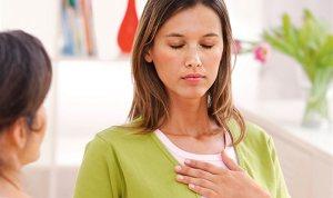 Las mujeres sobreviven más a un infarto si las auxilian doctoras, según estudio