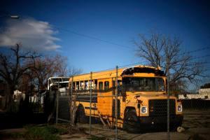 Muere por calor niña de tres años al ser olvidada en bus escolar en Tailandia
