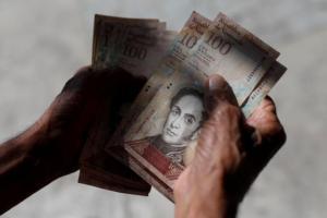 ¡Para esto quedaron los bolívares fuertes! Fotógrafa venezolana muestra el lado artístico de los billetes devaluados