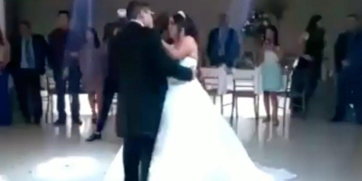 La reacción de un hombre cuya novia escogió como vals de bodas una canción de Dragon Ball