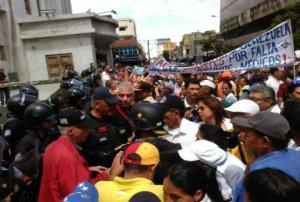 Marcha del sector salud no pudo llegar a la Plaza de la Justicia en Lara