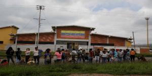 Familiares de presos de la cárcel de Fénix Lara son humilladas y castigadas en su visita