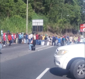 Vecinos de Los Teques protestan por falta de gas #14Ago
