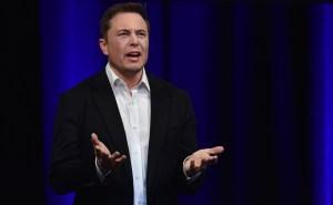 ¿Por qué el magnate Elon Musk quiere que eliminen la red social Facebook?