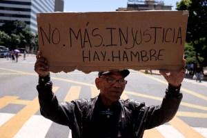 Pensionados vuelven a protestar y denuncian humillación por pagos