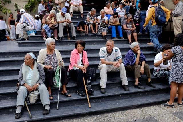 """Pensionados y jubilados exigen al Gobierno bolivariano les cancele el """"bono de guerra económica"""""""